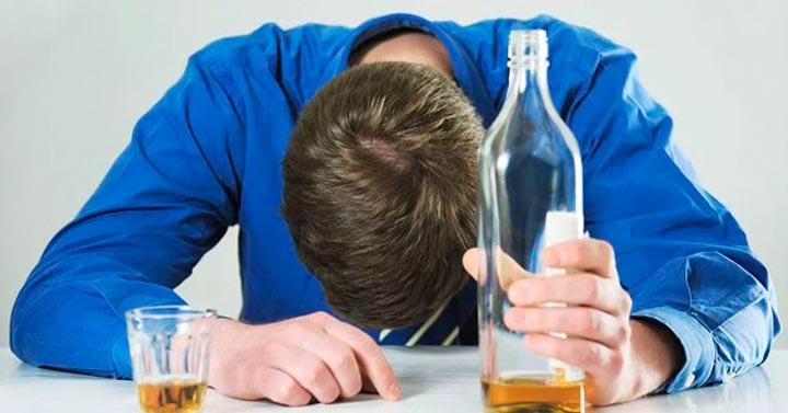 Люди с алкогольной зависимостью предрасположены к артриту