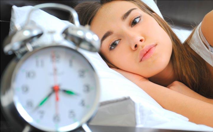 При проблемах со сном рекомендуется проведение массажа воротникового отдела
