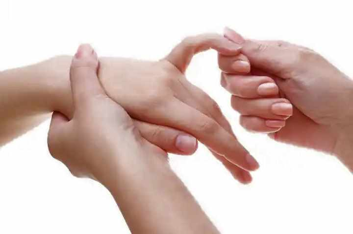 Покалывание в кисти левой руки