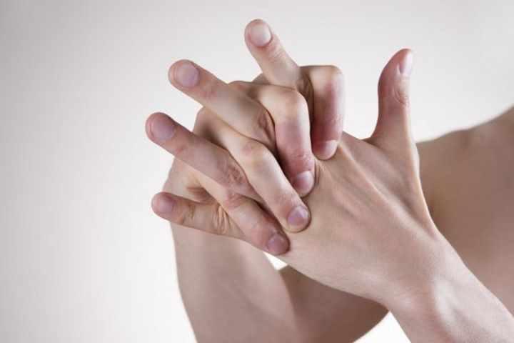 Почему хрустят суставы во всем теле причины лечение?