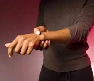 Если болят пальцы рук