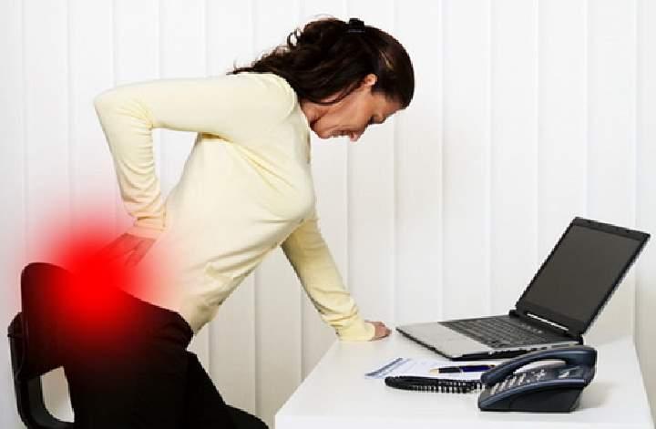 Болит копчик когда сидишь и встаешь: как лечить у женщин и мужчин, причины боли