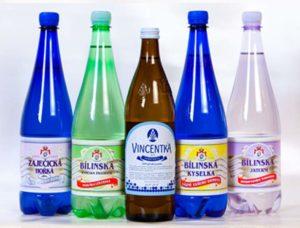 Синие бутылки минеральной воды