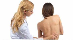На приеме у врача со спиной
