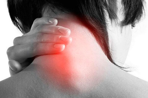Постепенно, прогрессируя, шишка растет и могут появляться следующие симптомы